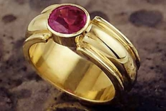 Ring-Red Spinel 18K